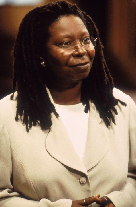 Die Anwältin Terry Harrison (Whoopi Goldberg) vertritt Janine Nielssen vor Gericht. - Bildquelle: CPT Holdings, Inc.  All Rights Reserved.