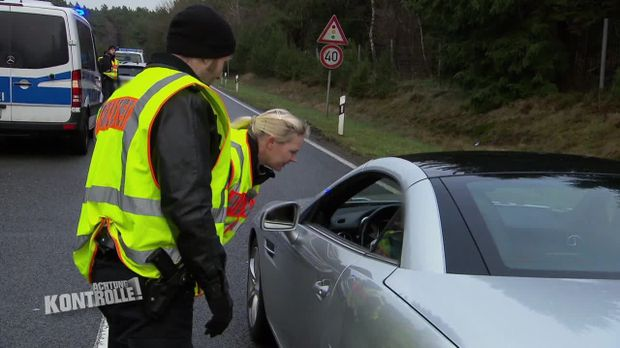 Achtung Kontrolle - Achtung Kontrolle! - Thema U.a.: Dokumentenfälschung - Verkehrskontrolle Winsen