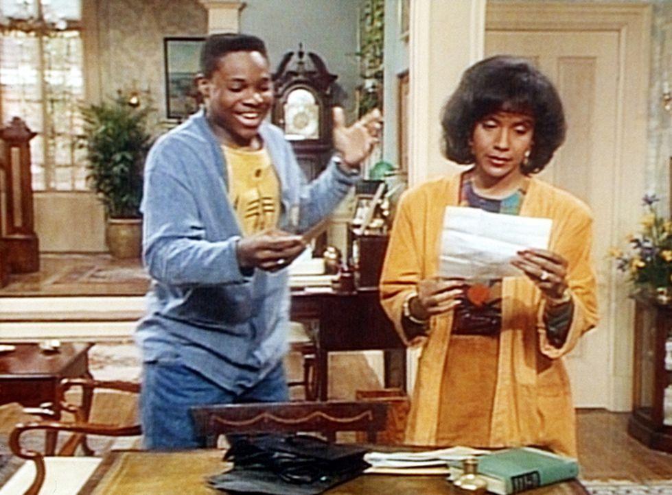 Theo (Malcolm-Jamal Warner, l.) ist total begeistert, weil ihm Clair (Phylicia Rashad, r.) zwei Karten für die Fernsehshow 'Dance Mania' besorgt ha... - Bildquelle: Viacom