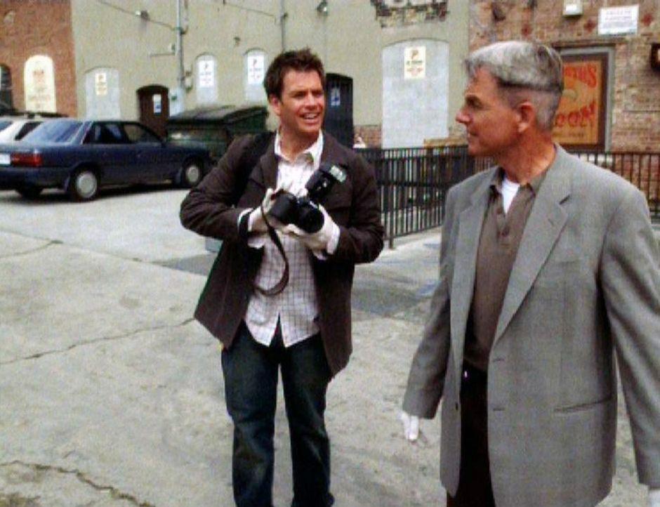 Nachdem Sergeant Bill Atlas verschwunden ist, beginnen Special Agent Gibbs (Mark Harmon, r.) und sein Kollege Anthony DiNozzo (Michael Weatherly, l.... - Bildquelle: CBS Television