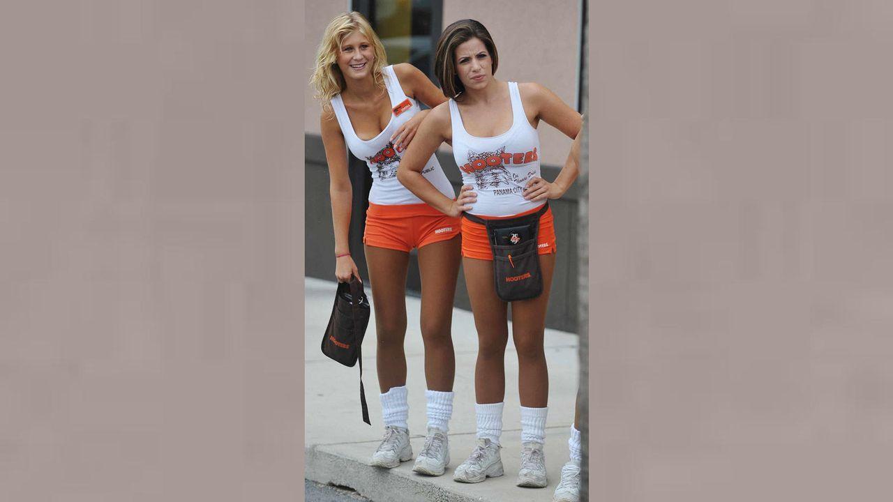 Hooters Girls - Bildquelle: kabel eins