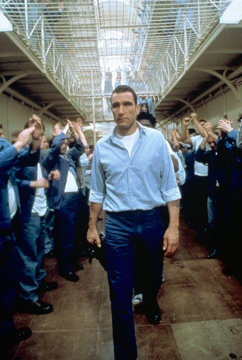 Als der fußballfanatische Gefängnisdirektor ein einmaliges Spiel organisiert - die Aufseher gegen die Gefangenen - steckt Danny Meehan (Vinnie Jones... - Bildquelle: Paramount Pictures
