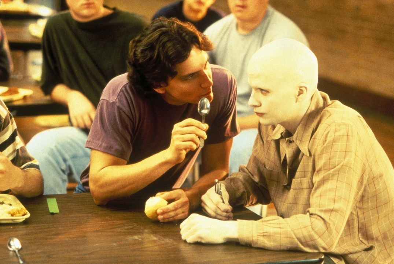 John Box (Bradford Tatum, l.) kann nicht glauben, dass sein Erzfeind Powder (Sean Patrick Flanery, r.) die übernatürliche Gabe besitzt, elektromag... - Bildquelle: Buena Vista Pictures