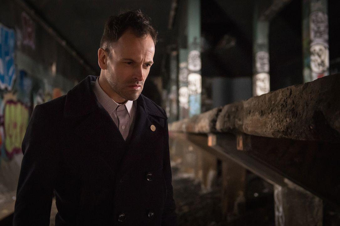 Sherlocks (Jonny Lee Miller) Freund und ehemaliger Pate Alfredo ist nach seinem Drogenentzug verschwunden. Der Detektiv ist in Sorge, dass er entwed... - Bildquelle: Jeff Neumann CBS Television