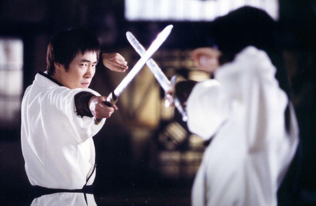 Sang-hwan (Seung-beom Ryu, l.) ist ein wenig guter, wenn auch engagierter Polizist. Allerdings schlummern in ihm ungeahnte Chi-Energien, die Ja-woon... - Bildquelle: Splendid