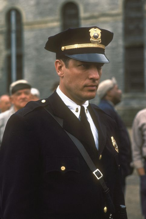 Der Schrecken aller Inhaftierten: der sadistische Oberaufseher Hadley (Clancy Brown) ... - Bildquelle: 1994 Warner Bros. Entertainment Inc. All Rights Reserved.