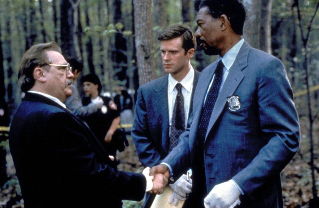"""Am Tatort von """"Casanova"""": Detective Nick Ruskin (Cary Elwes, M.), Polizeichef Harfield (Brian Cox, l.) und der Polizeipsychologe Alex Cross (Morgan... - Bildquelle: Paramount Pictures"""