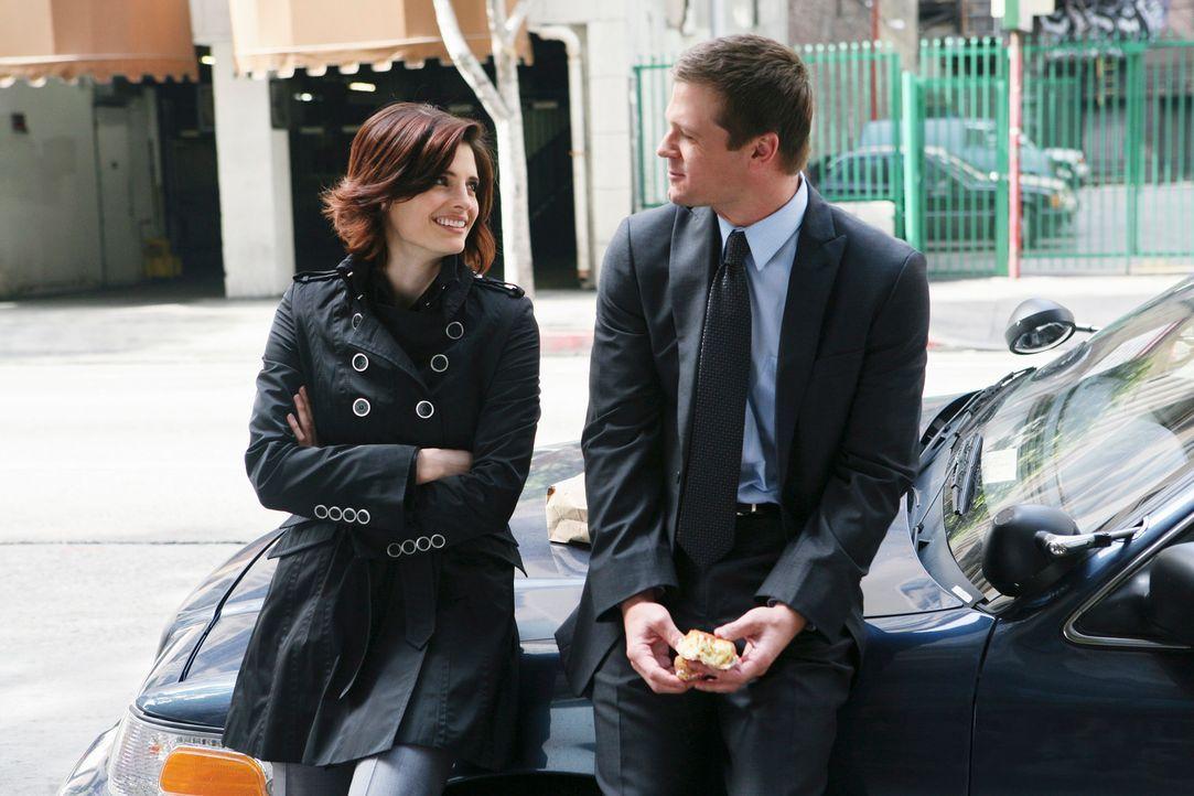 Kate (Stana Katic, l.) trifft sich nicht ganz ohne Grund mit ihrem Ex-Freund Will Sorenson (Bailey Chase, r.) ... - Bildquelle: ABC Studios