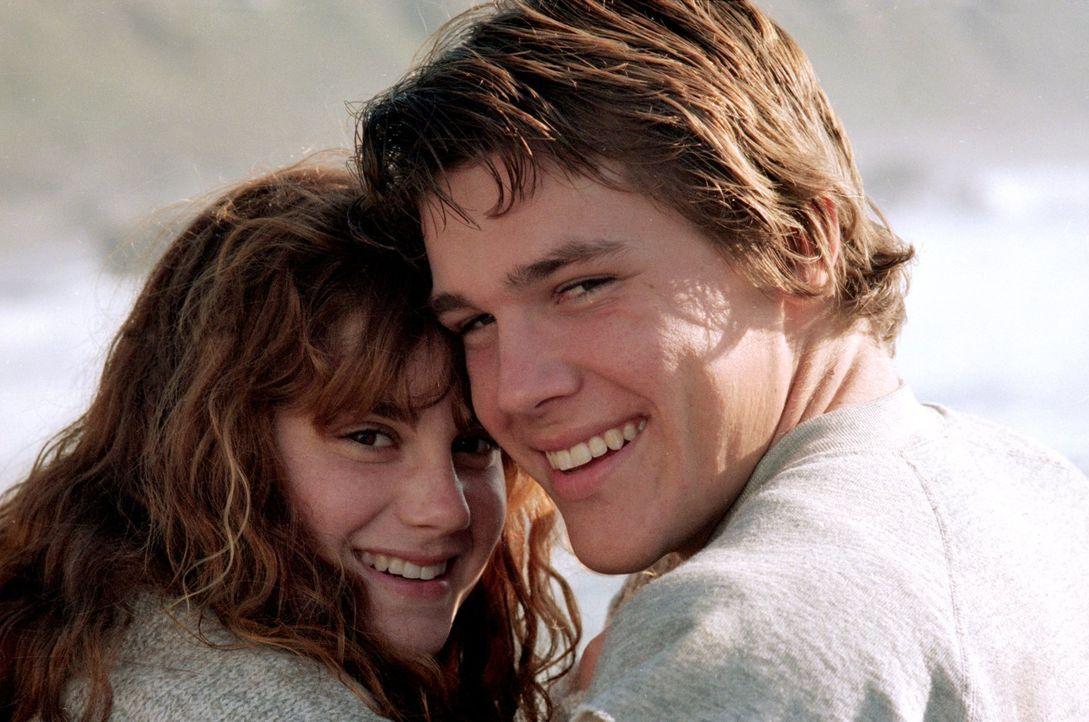 Das gemeinsam erlebte Abenteuer schweißt Brand (Josh Brolin, r.) und Andy (Kerri Green, l.) zusammen ... - Bildquelle: Warner Bros.