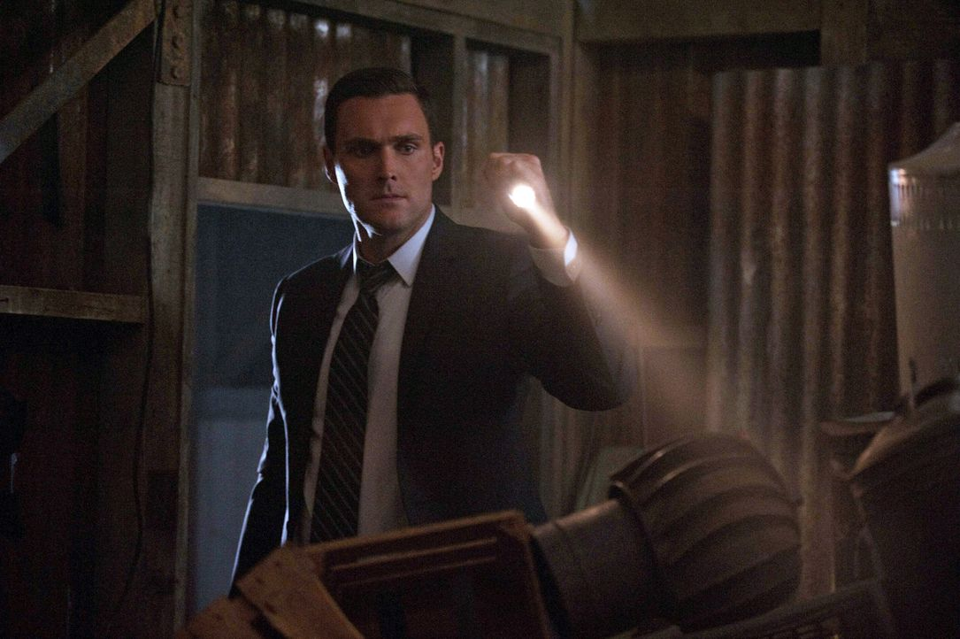 Ahnt noch nicht, dass der nächste Fall etwas mit seiner Familie zu tun hat: Wayne Rigsby (Owain Yeoman) ... - Bildquelle: Warner Bros. Television