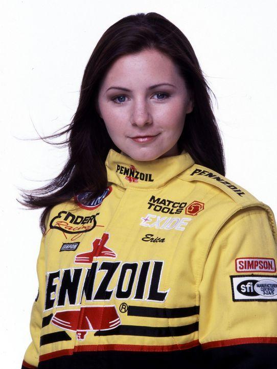 Seit ihrem achten Lebensjahr möchte Erika (Beverly Mitchell) Rennfahrerin werden. Doch gleich das erste Rennen verliert sie und wird von der männl... - Bildquelle: Disney Channel