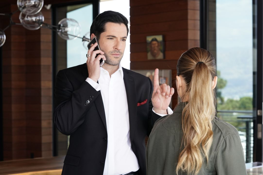 Lucifer (Tom Ellis, l.); Chloe (Lauren German, r.) - Bildquelle: Erik Voake 2017 Fox Broadcasting Co. / Erik Voake