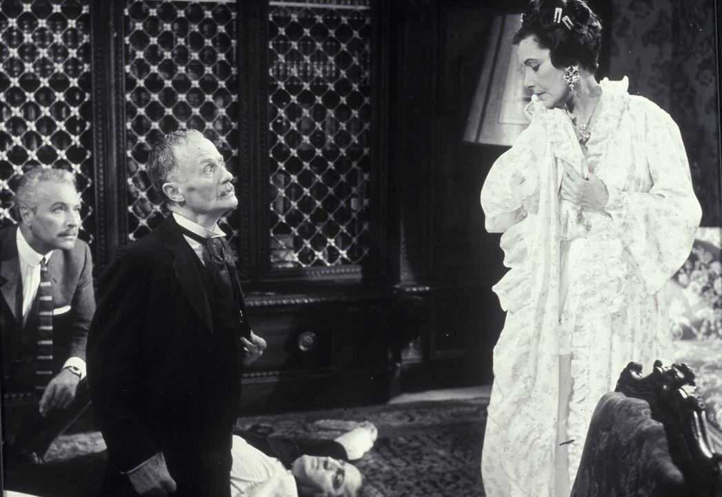 Der Psychiater Dr. Tappatt (Rudolf Fernau, 2.v.l.) ist über die Kaltblütigkeit der seltsamen Gräfin (Lil Dagover , r.) entsetzt ... - Bildquelle: Constantin Film