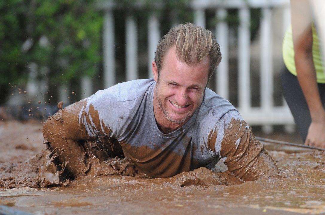 Beim Training für den großen Tough Mudder-Lauf: Danny (Scott Caan) ... - Bildquelle: Norman Shapiro 2015 CBS Broadcasting, Inc. All Rights Reserved