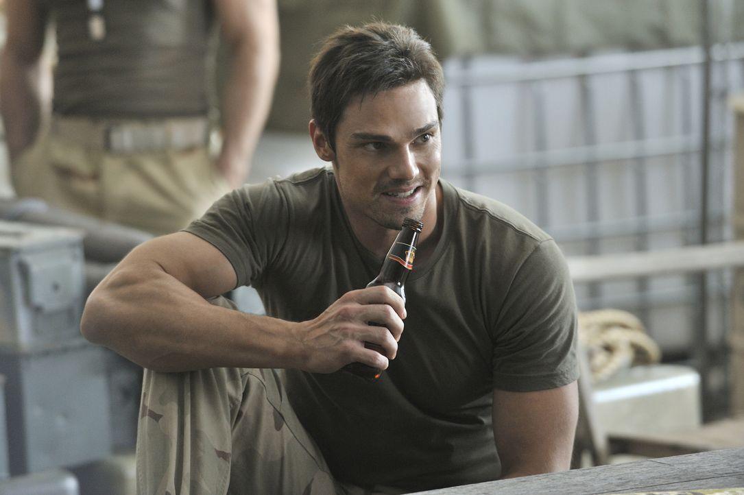 In Gedanken sieht sich Vincent Keller (Jay Ryan) in die Zeit während des Afghanistankriegs zurückversetzt ... - Bildquelle: 2012 The CW Network, LLC. All rights reserved.
