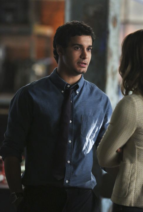 Kann Walter (Elyes Gabel) den Wert seines Teams bei Gallo und dem Homeland Security nach einer verpatzten Übungsmission wieder steigern? - Bildquelle: Michael Yarish 2014 CBS Broadcasting, Inc. All Rights Reserved / Michael Yarish