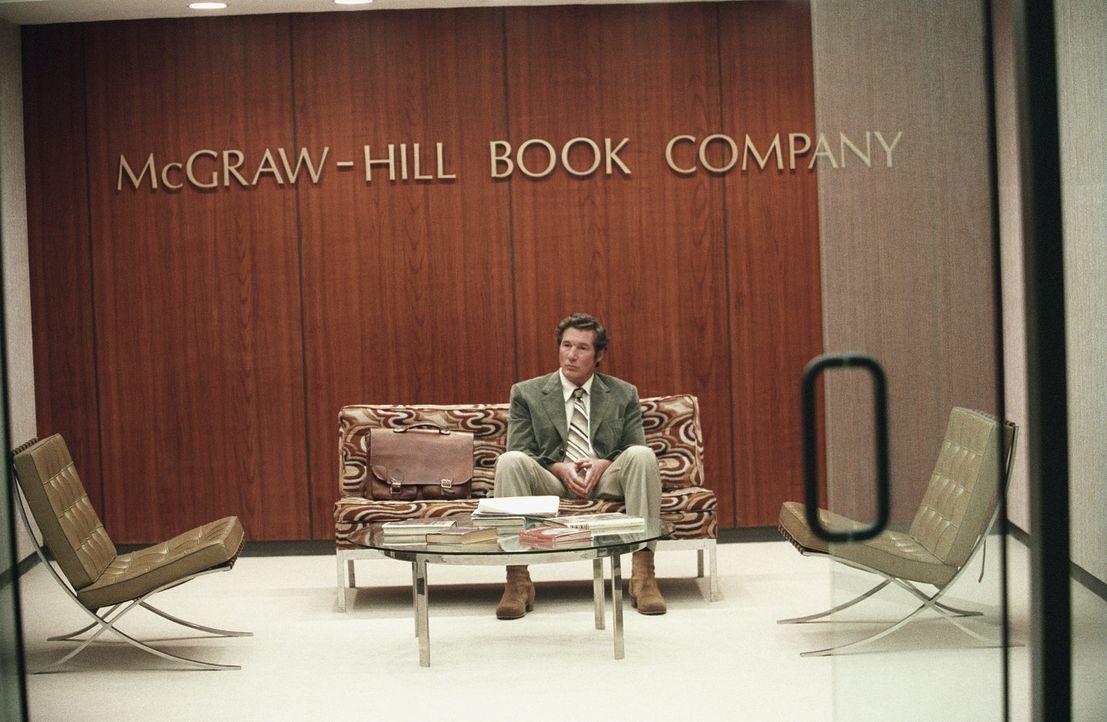 Der Schriftsteller Clifford Irving (Richard Gere) ist am, Boden zerstört, nachdem wieder einmal eines seiner Manuskripte abgelehnt wurde.