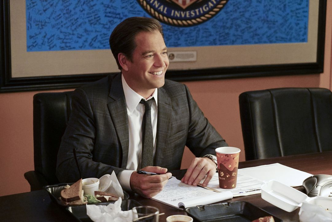 Drei US-Senatoren werden erpresst. Sie bekommen E-Mails mit Geldforderungen von Special Agent Anthony DiNozzo (Michael Weatherly). Als Tony davon er... - Bildquelle: Sonja Flemming 2016 CBS Broadcasting, Inc. All Rights Reserved / Sonja Flemming