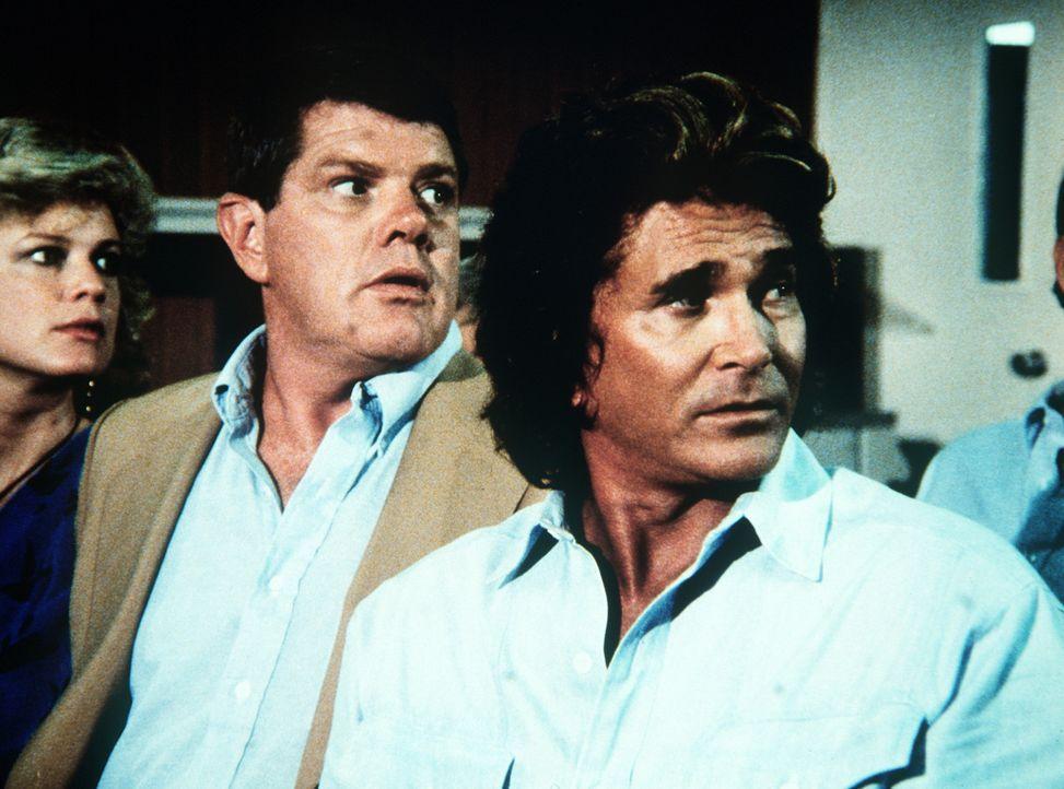 Alex (Ray Young, M.) hat sich entschlossen, ein Drogenberatungscenter zu besuchen. Seine Frau (Grace Harrison, l.) und Jonathan (Michael Landon, r.)... - Bildquelle: 20th Century Fox Television