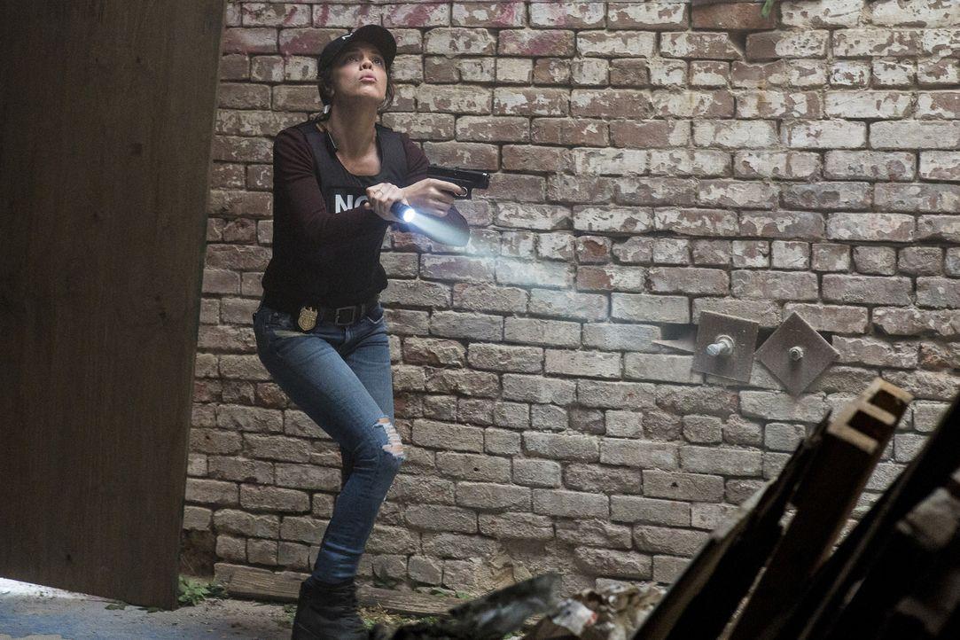 Agent Tammy Gregorio (Vanessa Ferlito) verfolgt die Spur des vermissten russischen Top-Spions Alexander Petrov und seiner Schwester Eva ... Wird sie... - Bildquelle: Skip Bolen 2017 CBS Broadcasting, Inc. All Rights Reserved