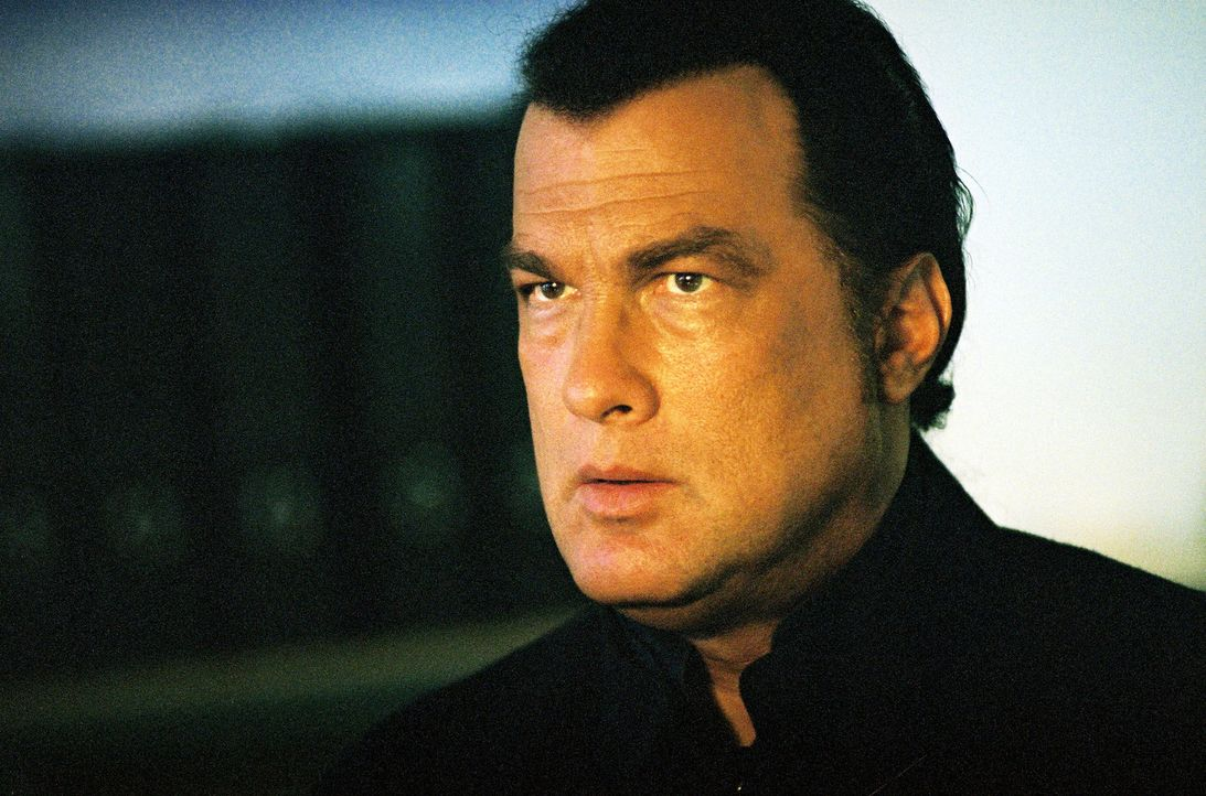 Als der Gouverneur von Tokyo ermordet wird, soll der ehemalige CIA-Agent Travis Hunter (Steven Seagal) die verantwortlichen Terroristen zur Strecke... - Bildquelle: 2005 Sony Pictures Home Entertainment Inc. All Rights Reserved.