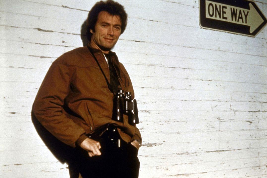 'Dirty Harry' (Clint Eastwood) ist er erfolgreichste unter den Cops seines Departements - aber auch der unbeliebtste ... - Bildquelle: Warner Bros.