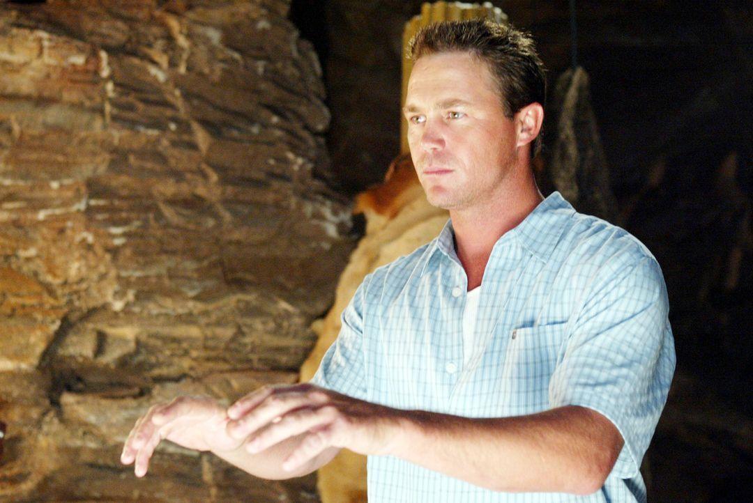 Leo (Brian Krause) versucht den Hexen zu helfen ... - Bildquelle: Paramount Pictures.
