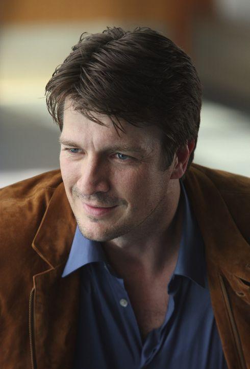 Richard Castle (Nathan Fillion) findet Gefallen an der schneidigen Kate Beckett und benutzt seine guten Beziehungen zum Bürgermeister, um als Beobac... - Bildquelle: ABC Studios