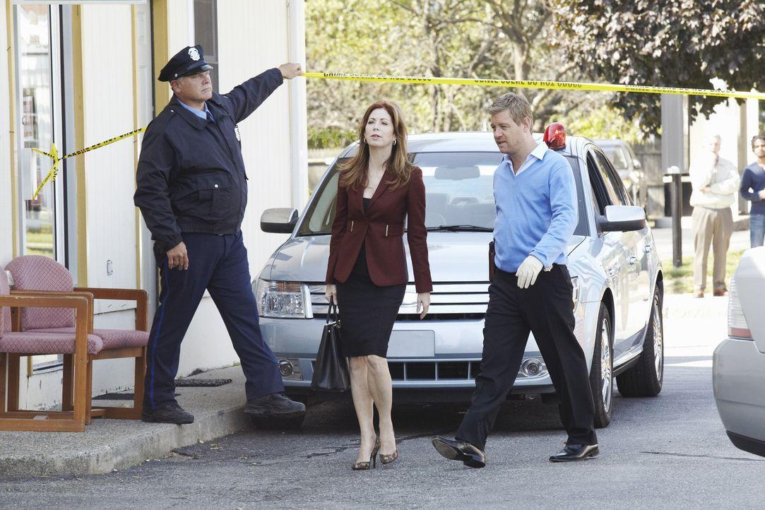 Eine junge Frau wurde tot aufgefunden. Megan (Dana Delany, M.) und Peter (Nicholas Bishop, r.) machen sich auf zum Tatort um mit den Ermittlungen be... - Bildquelle: ABC Studios