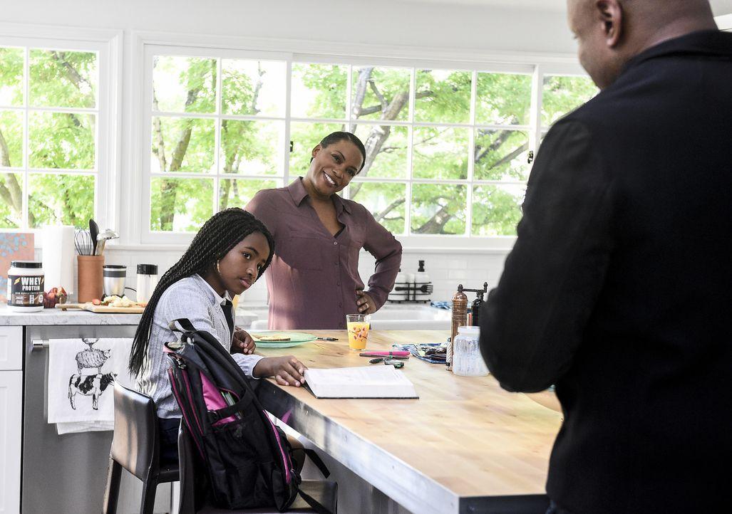Nachdem Michelle (Aunjanue Ellis, M.) entführt wird, setzt Sam (LL Cool J, r.) alles daran seinem Erzfeind Tahir Khaled den Gar auszumachen, damit s... - Bildquelle: 2017 CBS Broadcasting, Inc. All Rights Reserved