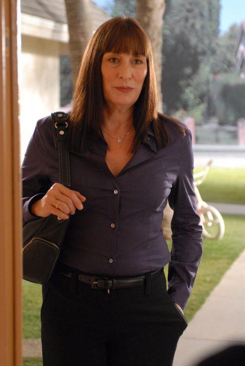 Die Suche nach der sechzehnjährigen Melanie Daniels bereitet Cynthia Keener (Anjelica Huston) Kopfzerbrechen ... - Bildquelle: NBC Universal, Inc.
