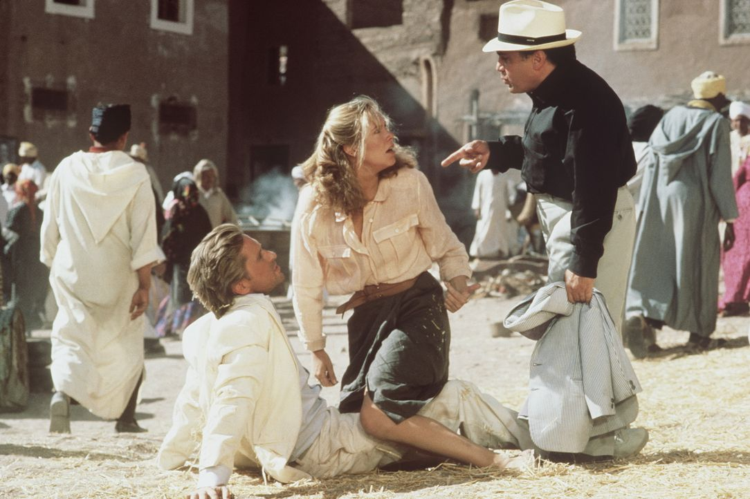 Wiedersehen mit Folgen: Joan (Kathleen Turner, M.) und der Heilige Mann flüchten vor Omars Schergen. Unterwegs treffen sie auf Jack (Michael Douglas... - Bildquelle: 20th Century Fox Film Corporation
