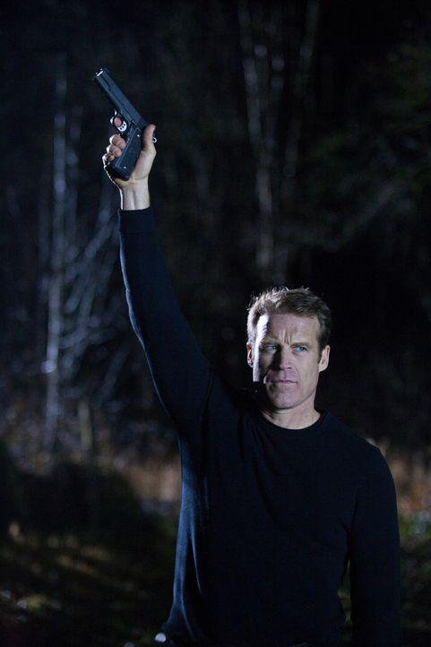 Lenkt die Aufmerksamkeit der Feinde auf sich: Chance (Mark Valley) ... - Bildquelle: 2011  Warner Bros.