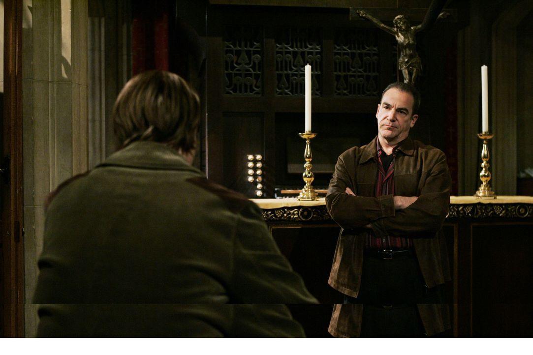 Eine Mordserie erschüttert New York: Special Agent Jason Gideon (Mandy Patinkin, r.) und Dr. Spencer Reid (Matthew Gray Gubler, l.) versuchen diese... - Bildquelle: Touchstone Television