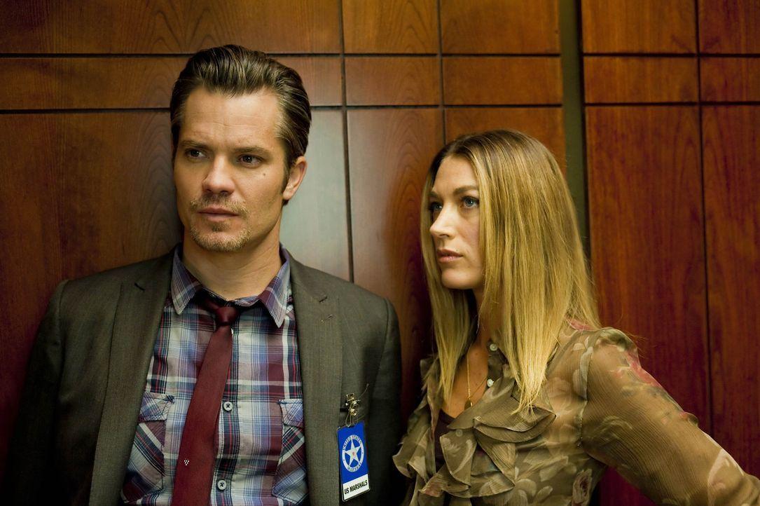 Haben Raylan (Timothy Olyphant, l.) und Winona (Natalie Zea, r.) doch mehr Gefühle füreinander, als sie zugeben wollen? - Bildquelle: Sony Pictures Television Inc. All Rights Reserved.
