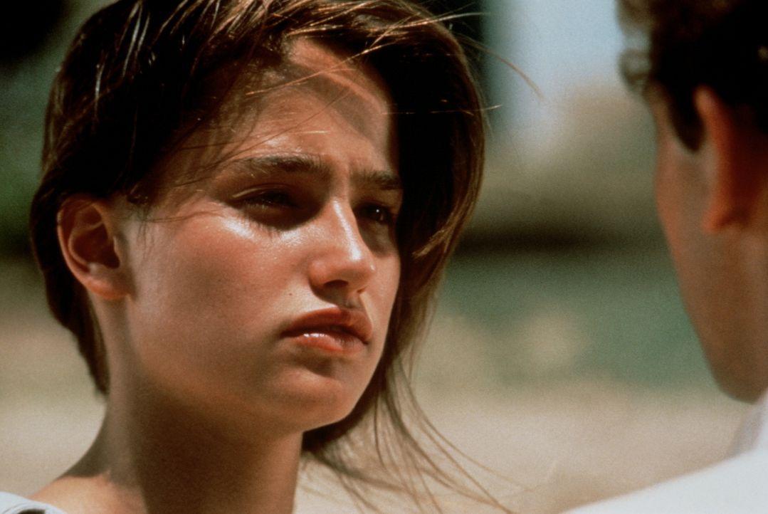 Der attraktive Jüngling Benjamin (Patrick Mille, r.) hat es Véronique (Marie Gillain, l.) angetan, doch leider schenkt er ihr nicht die gewünschte A... - Bildquelle: TF1 Films Productions