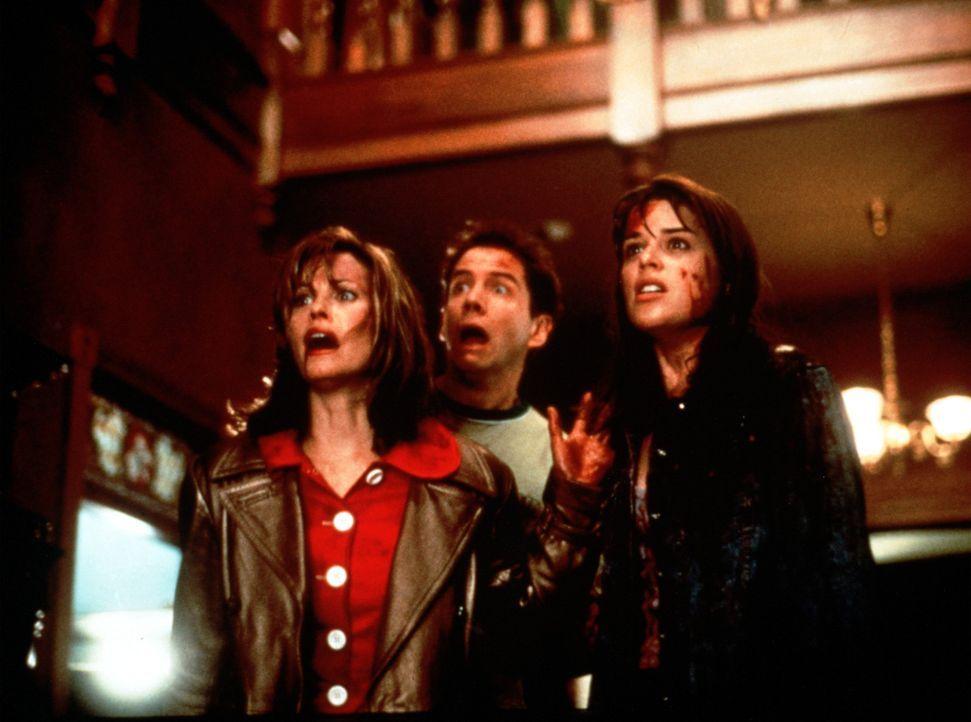 Zittern vor Angst um ihr Leben: Gale Weathers (Courteney Cox, l.), Randy (Jamie Kennedy, M.) und Sidney (Neve Campbell, r.) ... - Bildquelle: Dimension Films