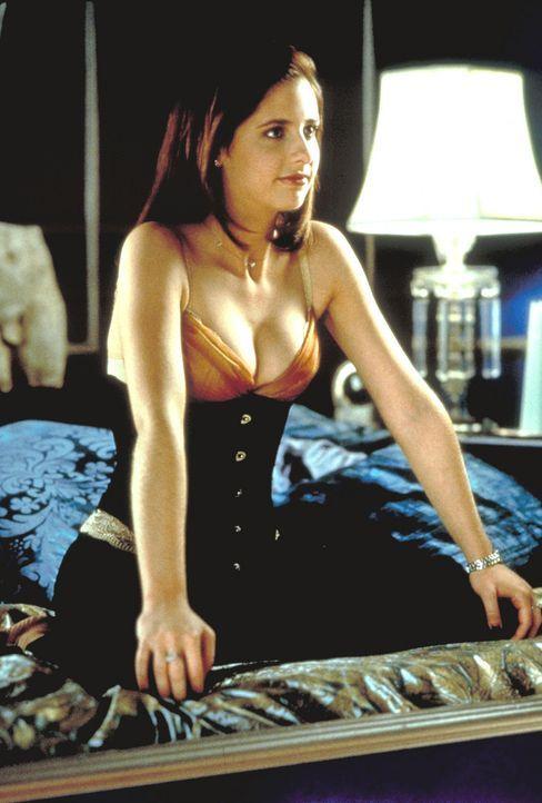 Die bösartige, aber verführerische Kathryn (Sarah Michelle Gellar) hat noch eine offene Rechnung mit einem ehemaligen Liebhaber ... - Bildquelle: Kinowelt Filmverleih GmbH 1998