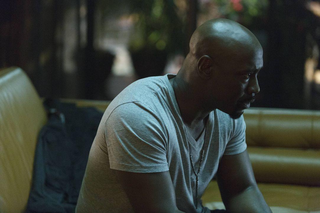 Noch ahnt Amenadiel (D.B. Woodside) nicht, welche höllischen Auswirkungen sein Fehler, Malcolm wiederzubeleben, haben wird ... - Bildquelle: 2016 Warner Brothers