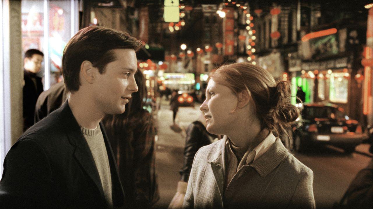 Kann Peter Parker (Tobey Maguire, l.) seine große Liebe Mary Jane Watson (Kirsten Dunst, r.) doch noch für sich gewinnen? - Bildquelle: Sony Pictures Television International. All Rights Reserved.