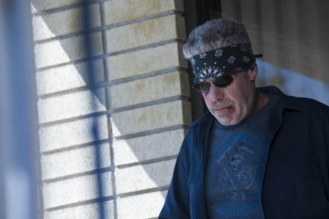 Clay (Ron Perlman) will die Sache endlich zu Ende bringen und Zobelle töten ... - Bildquelle: 2009 Twentieth Century Fox Film Corporation and Bluebush Productions, LLC. All rights reserved.