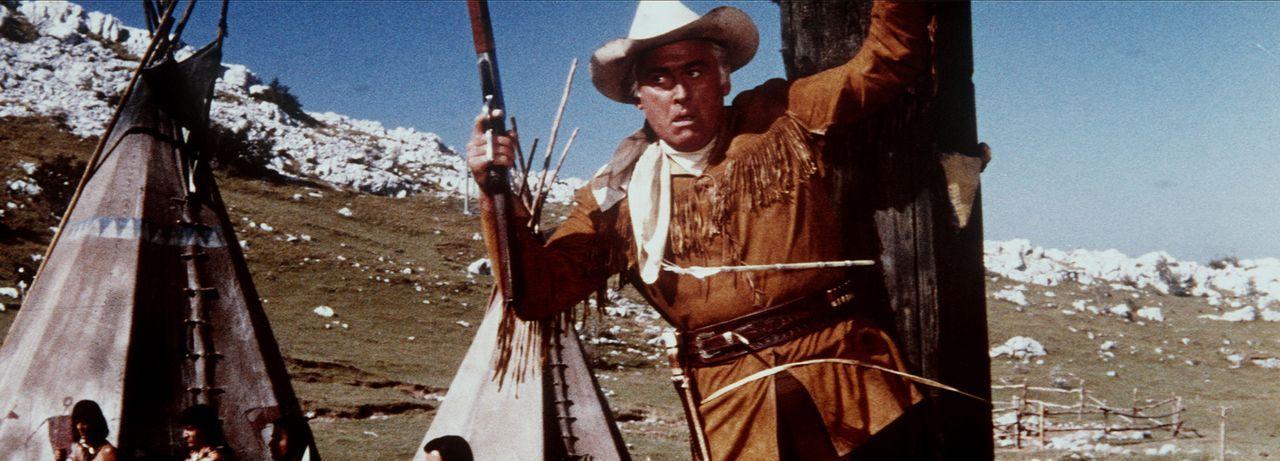 Am Marterpfahl gefesselt bangt Old Surehand (Stewart Granger) um sein Leben, doch die Rettung ist bereits in Sicht ... - Bildquelle: Columbia Pictures
