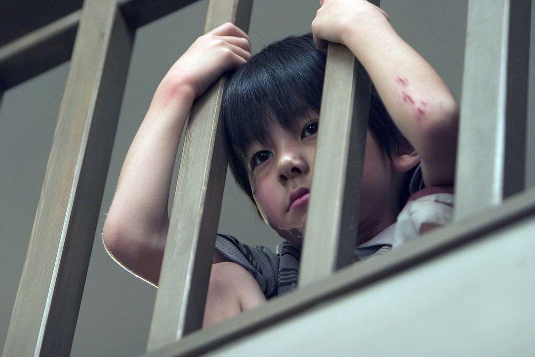 Krankenschwester Karen hat den Geist des kleinen Toshio (Yuya Ozeki) aus einem Wandschrank befreit. Ob das wirklich so eine gute Idee war, wird sich... - Bildquelle: Constantin Film