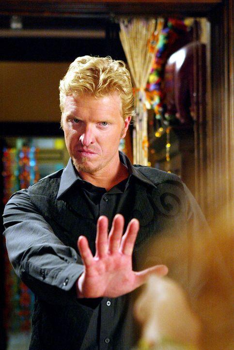 In der Vergangenheit müssen sich die Schwestern nun dem Dämon Nigel (Jake Busey) stellen ... - Bildquelle: Paramount Pictures.