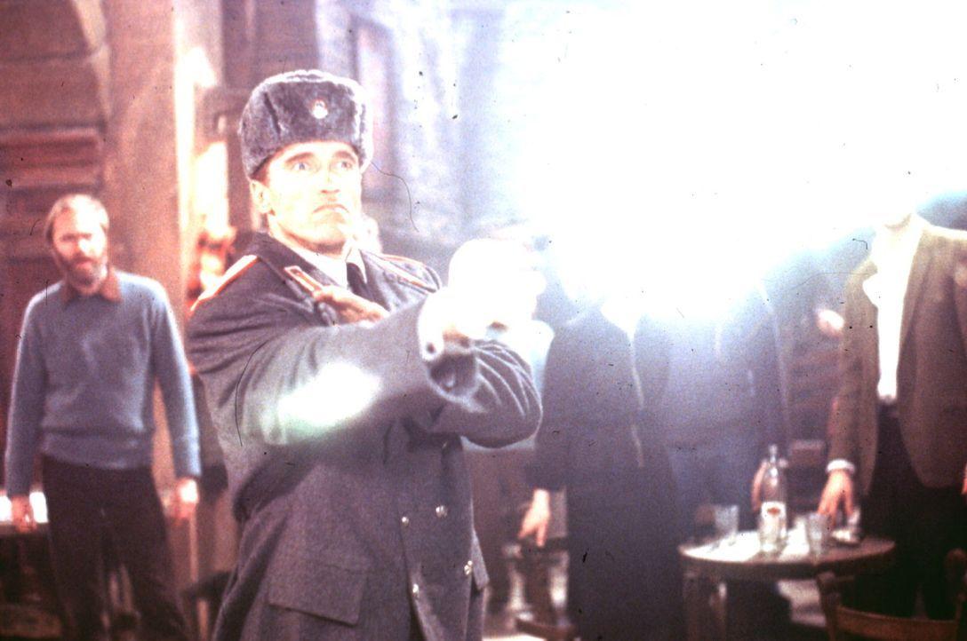 Ivan Danko (Arnold Schwarzenegger) kennt keine Gnade: Der Mörder seines Partners darf der gerechten Strafe nicht entkommen.