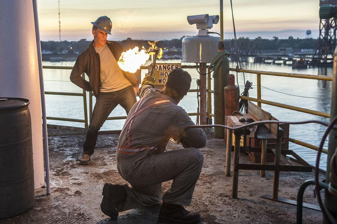 Während der Ermittlungen im Fall einer Wasserleiche, tappt Pride (Scott Bakula) auf einer Ölplattform, die zu explodieren droht, in eine gefährliche... - Bildquelle: Skip Bolen 2016 CBS Broadcasting, Inc. All Rights Reserved