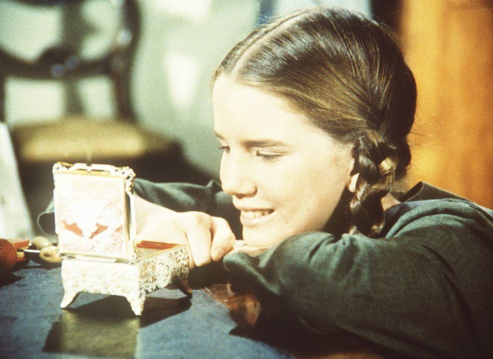 Laura Ingalls (Melissa Gilbert) ist von Nellie Olesons Spieluhr begeistert. - Bildquelle: Worldvision