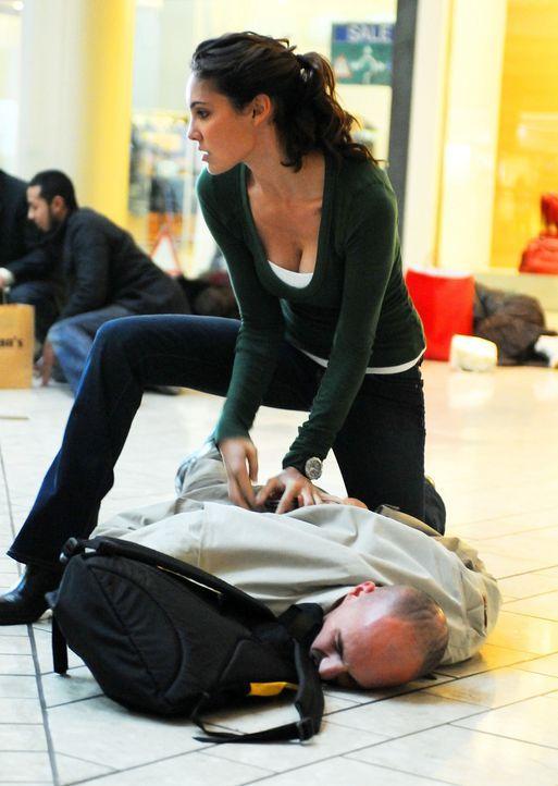 Als mehrere rätselhafte Todesfälle von Mensch und Tier auftreten, beginnen Kensi (Daniela Ruah, oben), Callen und Sam mit den Ermittlungen ... - Bildquelle: CBS Studios Inc. All Rights Reserved.