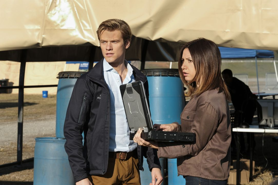 (v.l.n.r.) Angus MacGyver (Lucas Till); Allie (Ashley Tisdale) - Bildquelle: Guy D'Alema CBS © 2017 CBS Broadcasting, Inc. All Rights Reserved. / Guy D'Alema