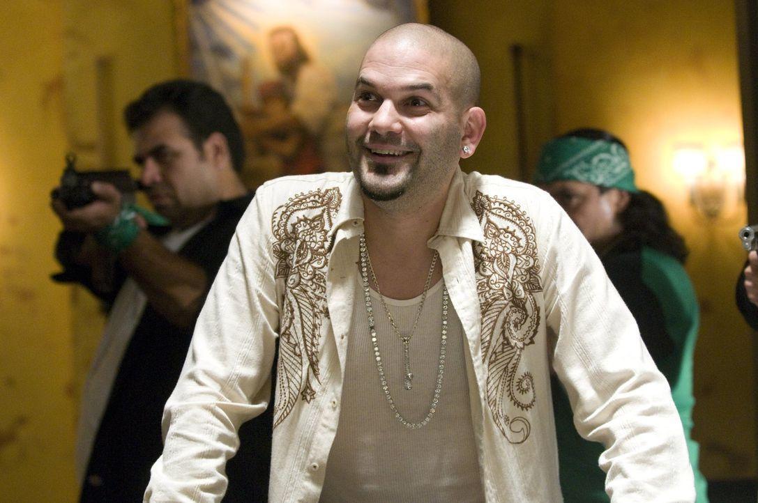 Der gnadenlose Gangsterboss Poh Boy (Guillermo Díaz) macht einen Deal mit den suspendierten Polizisten Jimmy und Paul ... - Bildquelle: 2010 Warner Bros.
